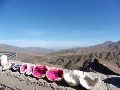 Fas'ın dağları çölleri kadar eşsiz güzellikler sunuyor. Doğal taşlar ise olumlu enerji yaydığı için pek revaçta