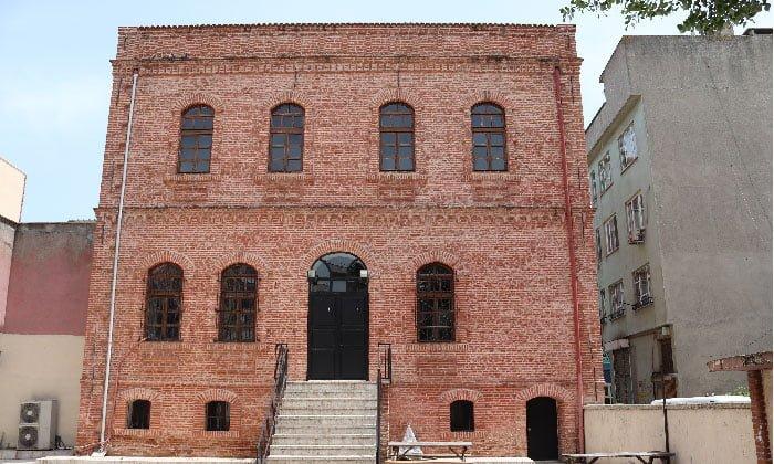 Mustafakemalpaşa ilçesindeki taş mektep müze oluyor.