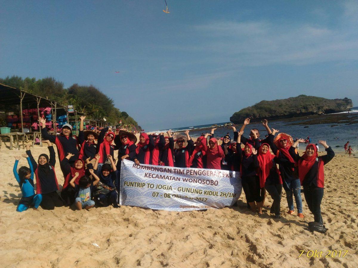 Paket Tour Murah Jogja Gunungkidul Hutan Pinus Pengger Goa Pindul Pantai Indrayanti