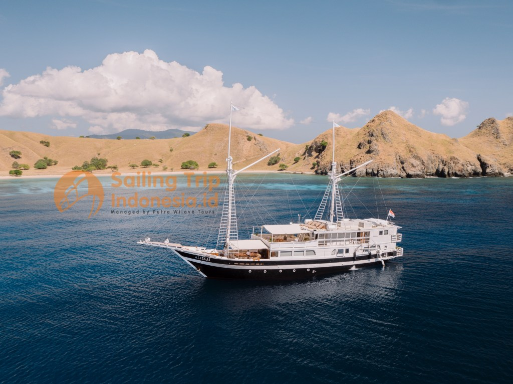 Aliikai Voyage Liveaboard Boat Phinisi Dive Sailing Trip Indonesia