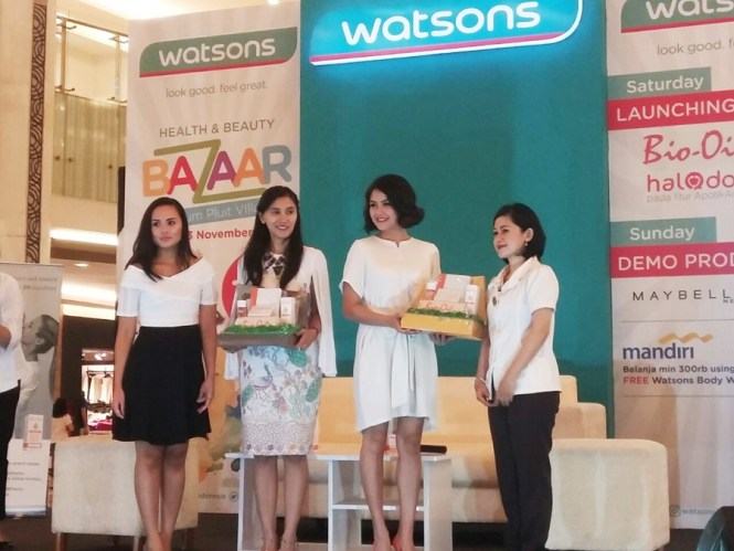 Kiri ke Kanan, perwakilan Watsons Indonesia, dr. Febby, Revalina dan Mbak Nurhayatini dari Bio Oil.