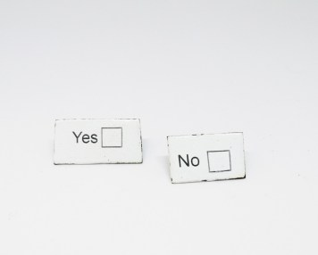 Joanne Garner, brooches ''Yes'' ''No''- stainless steel, enamel