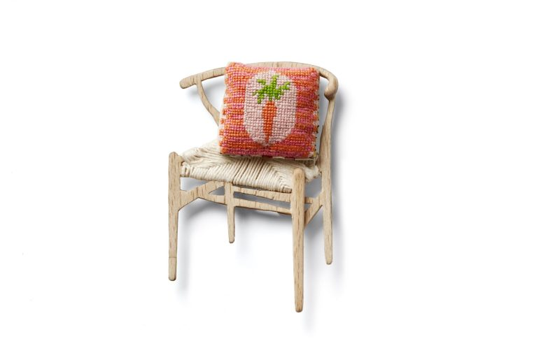 "Marie-Louise Kristensen ""A Chair"", brooch, wood, gold plated brass, thread. Photo by Dorte Krogh"