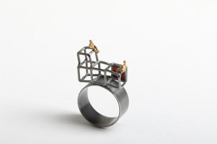 Simeon Shomov ''Labirints'', gredzens - sudrabs 925', zelta pārklājums 24k, melnais oksidējums, 700 grādu stikla emalja