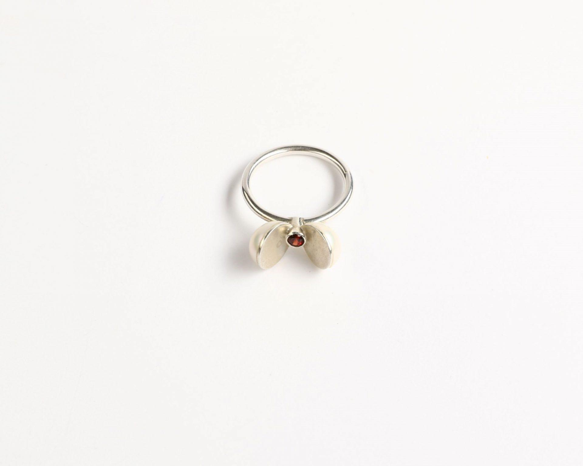 Ring Revealing Putti