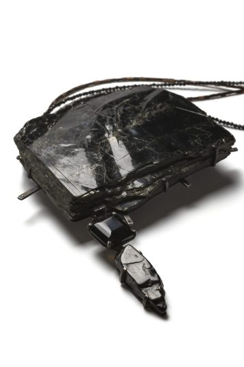 "Kadri Mälk, neck jewellery ""Life's Ice Rinks"" – lepidomelane, smoky quartz, jet, silver, black diamonds, heamatite, chain, spinel chain. Photo - Kadri Mälk"