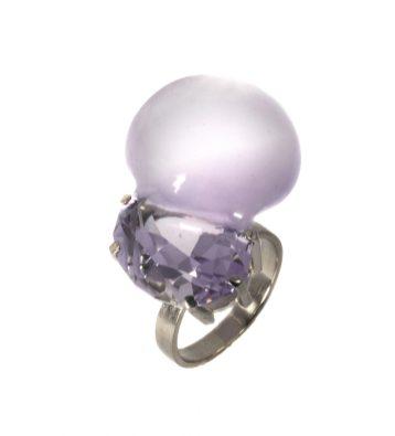 "Julia Maria Künnap, ring ""Bubble Gem IV"" – amethyst, white gold. Photo – J.M. Künnap"