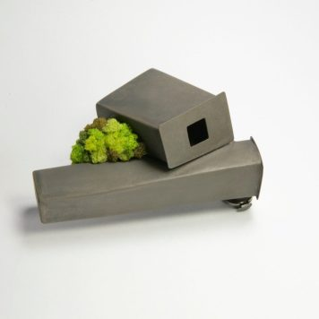 Yuki Sumiya, brooch, Garden - oxidized silver, sponge (2)
