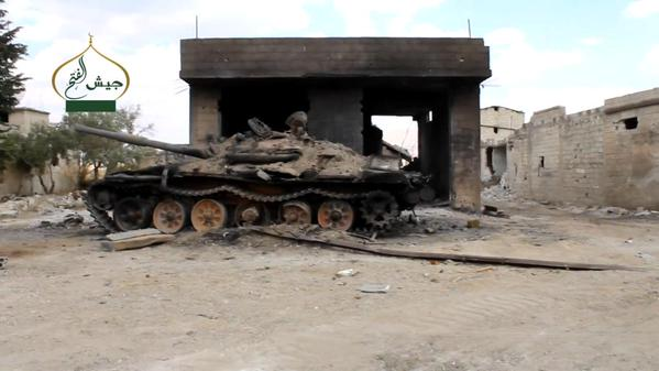 Uništeni režimski tenk u selu Zijara u Sehlu Gabu