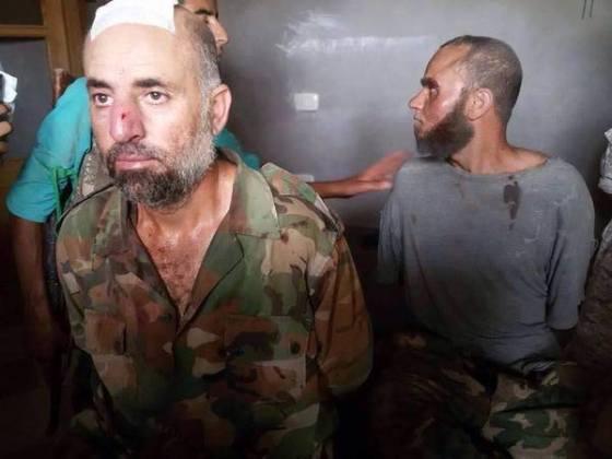 Zarobljeni Asadovi borci u bazi Ebu Zuhur