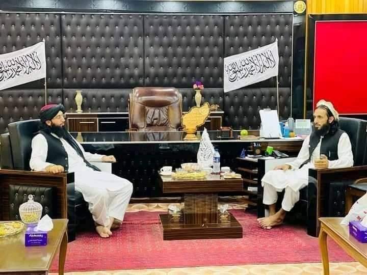 Talibanski guverner Kunara (lijevo) i pakistanski muftija Nadim (desno)