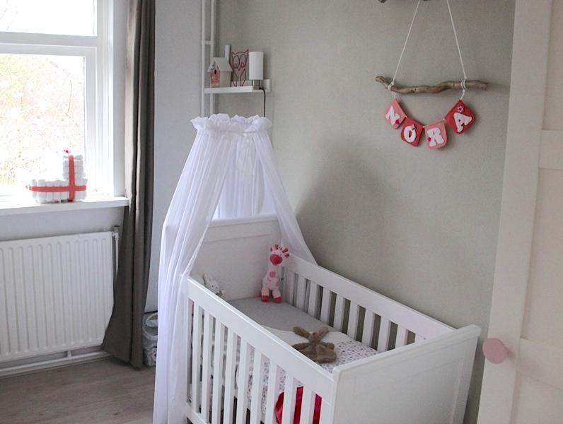 nora babykamer met naamslinger