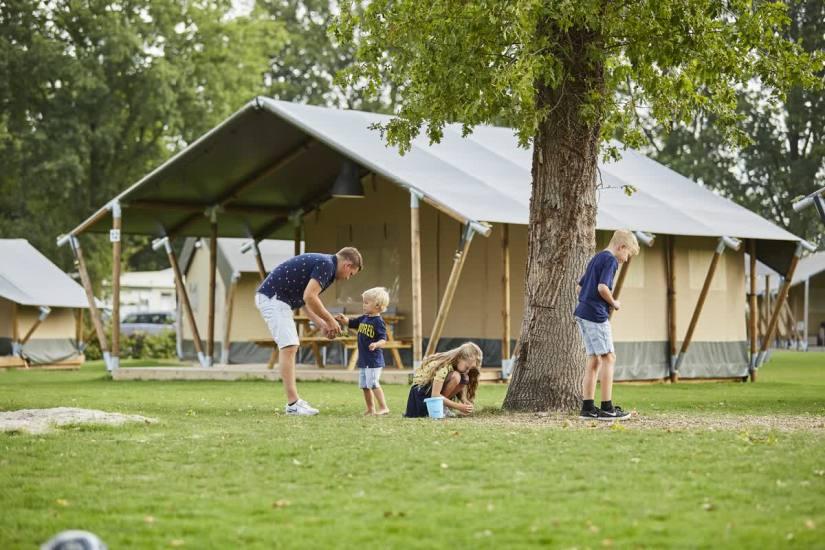 vakantiepark-luistert-safaritent-puurvangeluk