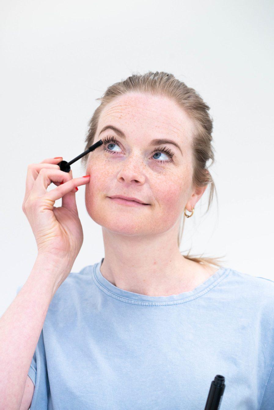 Sietske gebruikt een mascara - Puur Wellness Amersfoort