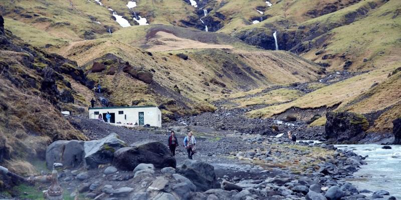 【冰島自由行】冰島南岸秘境溫泉.Seljavallalaug 隱身山谷的天然溫泉泳池