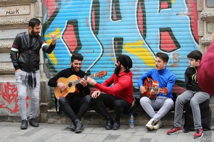 【土耳其】伊斯坦堡塔克辛廣場(Taksim Square).走逛伊斯坦堡最繁華熱鬧獨立大道❤