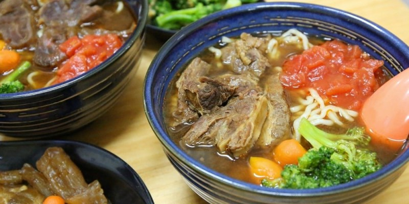 【乖乖牛肉麵】台南市北區。挑戰大份量!限量招牌肋條牛肉麵.麵Q肉厚超滿足,來晚了吃不到♥