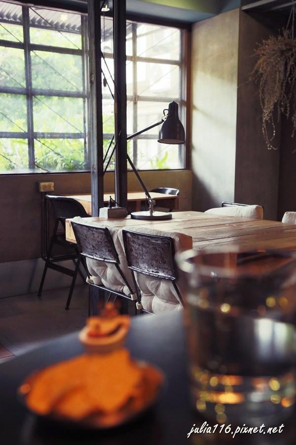【Joco Latte】中山區。台北大學正對面~可可比較厲害的輕工業風格咖啡館♥