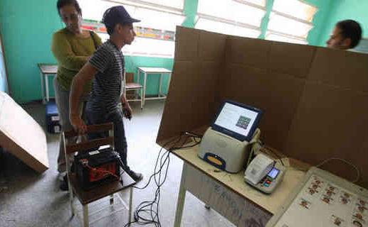 Máquinas de votación pueden funcionar con baterías de automóvil