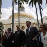 Arremetida del Gobierno obliga a revisar la estrategia de lucha de la oposición