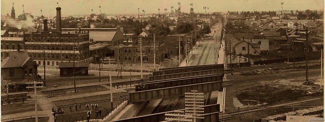 Seventeen items are numbered in this 1898 Photograph taken from the roof of the Gladstone Hotel looking west along Queen Street West.