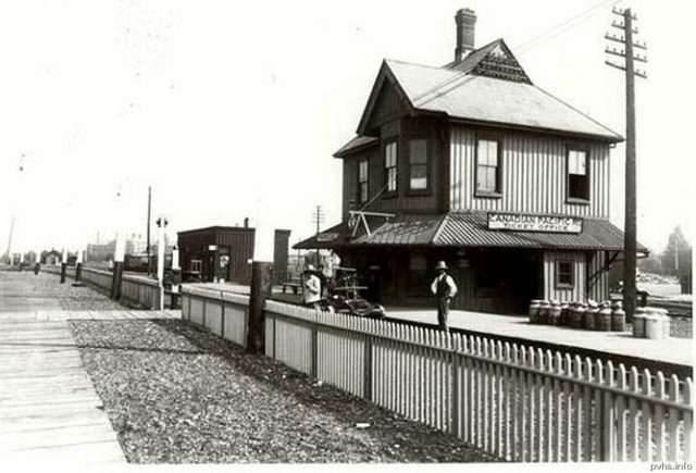 16. 1898 North Parkdale CP  Station south of the tracks at Dufferin and Queen.