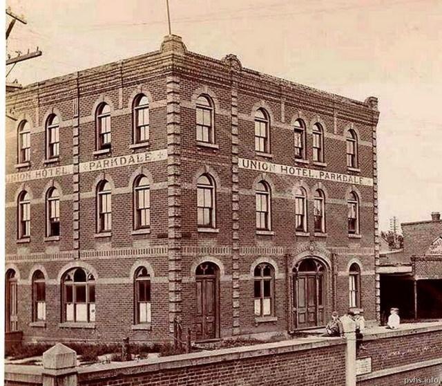 7 1896 08 17 photo. Built before 1884 per Goads maps. Union Hotel. Notice the brocken glass.