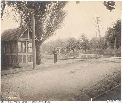 Dunn Ave 1904 at rain line-bia
