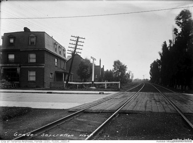 1910 -sa-maybe-earlier-Dunn-ave-crossing-looking-east-august-1914_tn