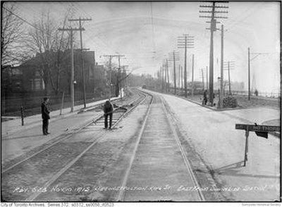 rk King St W 1915 Roncesvalles look east