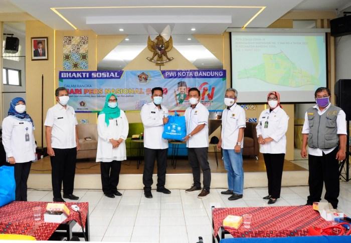 PWI Kota Bandung Bantu Warga Isoman di Bandung Kidul