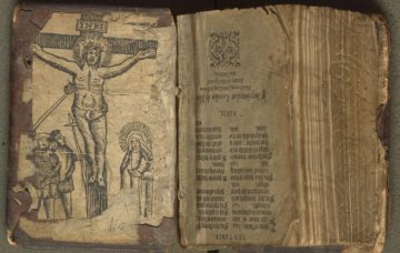 inverted woodcut of the crucifixion and Spear of Longinus used on lower pastedown.