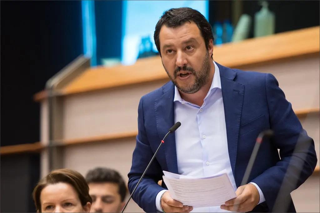 Matteo Salvini tiene un discorso