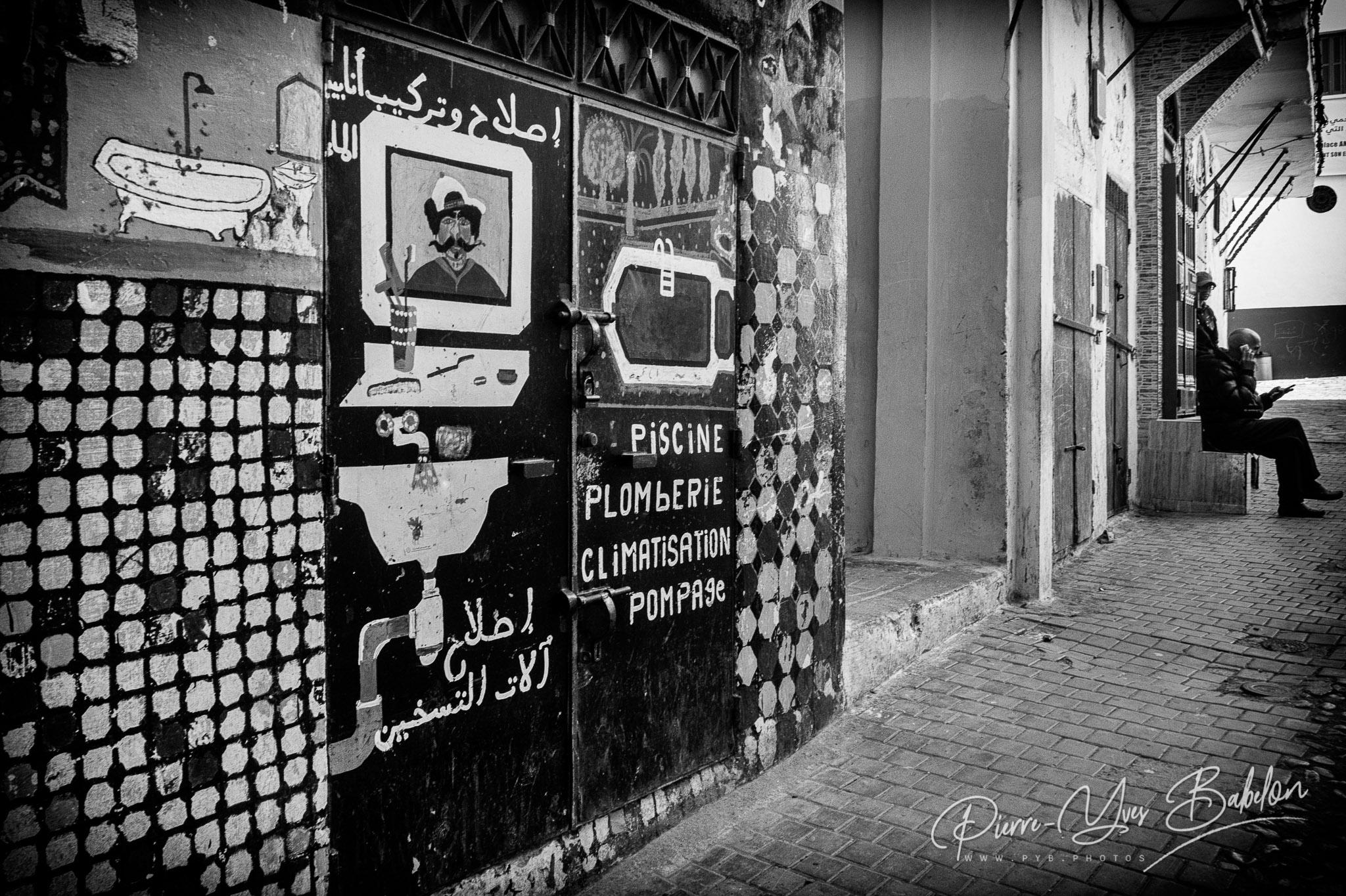 Boutique dans les ruelles de la medina de Tanger, Maroc