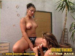 Urine Twins - Katja and Anja piss 6
