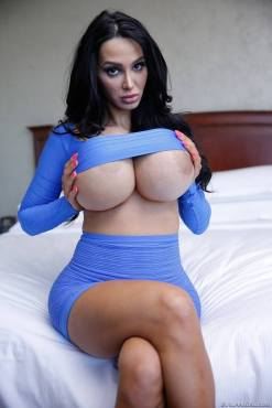 Amy Anderssen is the Perfect Woman 03