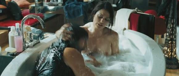 Lucie Laurier Nitro nue bain 4