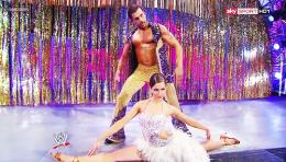 Fandango female dancer split 392649_394217207351897_1913993721_n