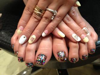 Mana Izumi nails