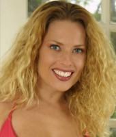 Goldie Blair bondage BDSM model gmchawn_f_goldiemchawn2