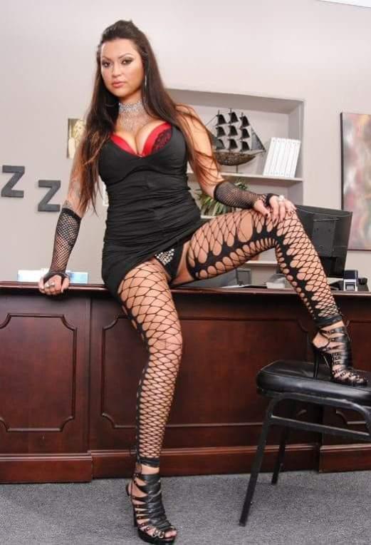 Nikita Denise MILF Babe