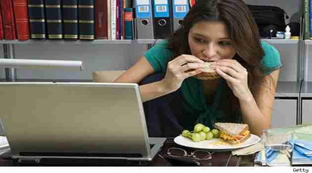 almorzar-en-la-oficina