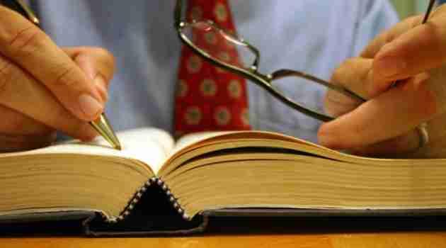 abogado-escribiendo