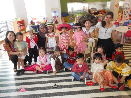 EY1 students and teachers in their costumes