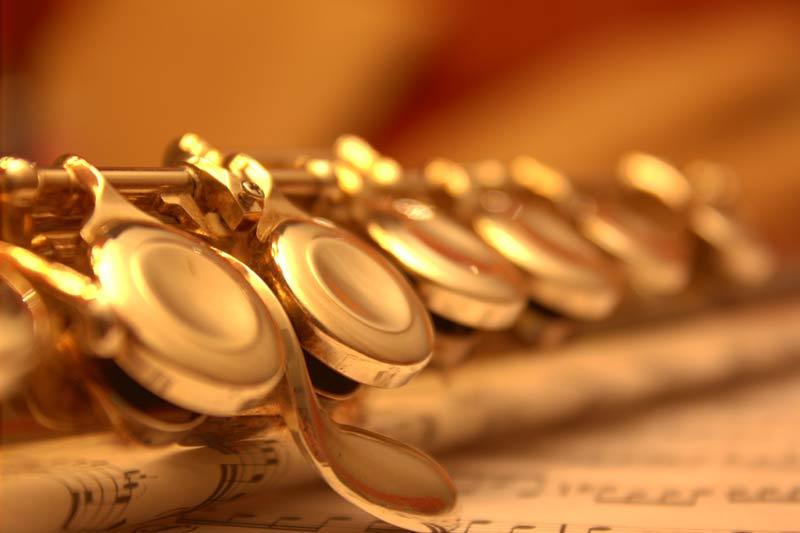 Querflöte und Noten: Ausdruck für Musik, wie sie der Deutche Musikrat versteht.