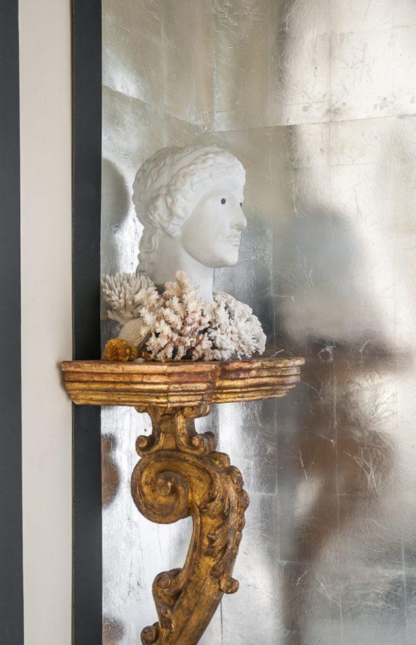 Détail, buste sur une console XVIII ème, Salon de Musique rue de Grenelle