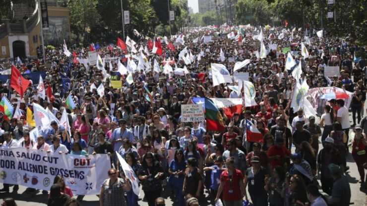 Presidente Piñera firmó decretos para levantar estados de excepción en todo Chile