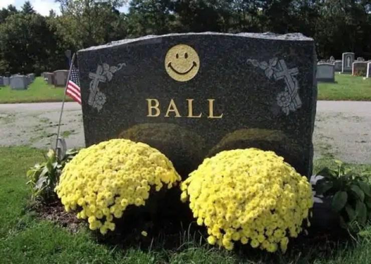 ball diseñador tumba
