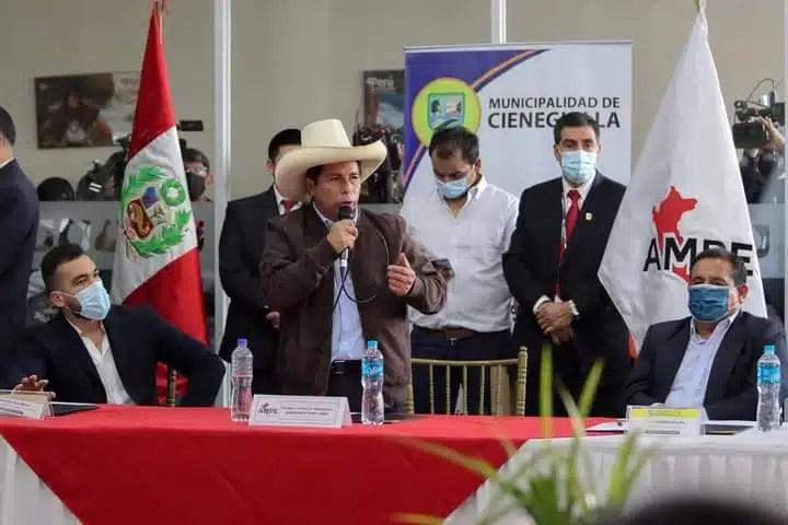 Pedro Castillo ante el AMPE