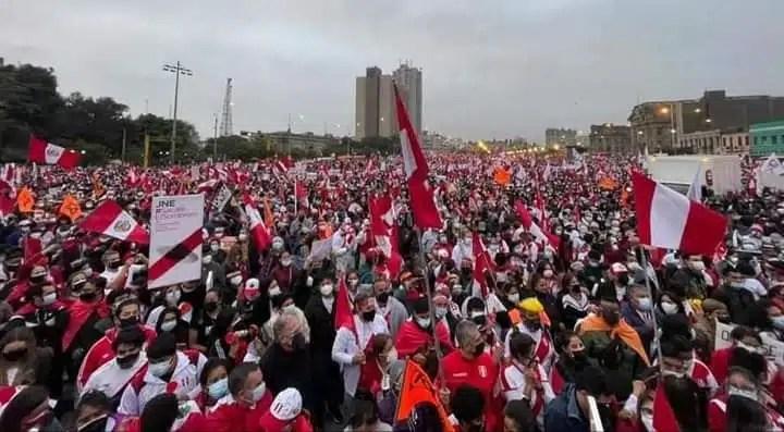 MARCHA POR LA DEMOCRACIA EN PERÚ